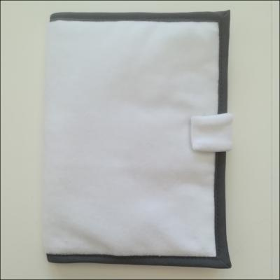 Protège carnet de santé gris angle carré à personnaliser