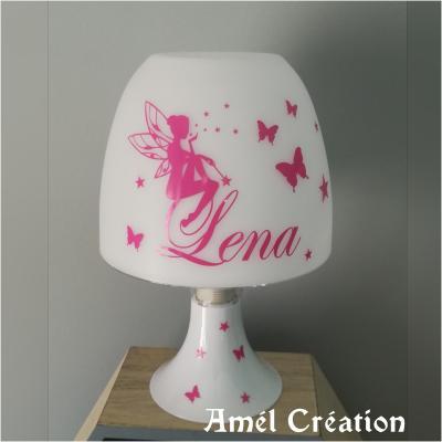 Lampe de chevet - modèle fée assise papillons