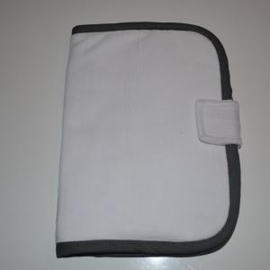 Protege carnet de sante a personnaliser lisseret gris