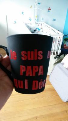 Sticker pour mug Je suis un papa qui déchire